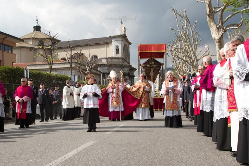 processione-crocifisso-pasqua-como-5